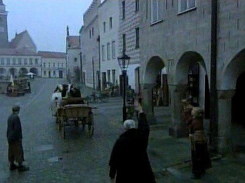Záběr na Slavonice ve snímku Les mrtvých.