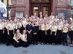 Známý českobudějovický pěvecký sbor Jitřenka nedávno uspěl na mezinárodní pěvecké soutěži v polském Toruń. V konkurenci 15 sborů z celého světa si děti z Budějovic vyzpívaly dvě zlaté medaile s vysokým bodovým ohodnocením.