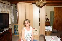 Eva Mičanová z Doudleb na Českobudějovicku se obává dalších povodní. Všechny skříně a věci z přízemního obýváku a ložnice mají nastěhovány v patře.