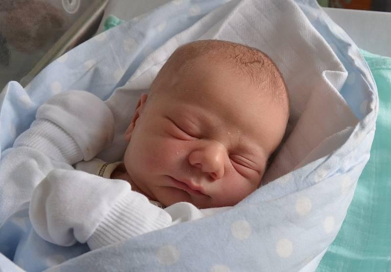 V Praze bude vyrůstat Jakub Kahoun. Prvorozený syn Kateřiny Novákové a Jakuba Kahouna se narodil 4. 10. 2021 ve 20.49 h. Jeho porodní váha byla 3,35 kg. Foto: Jana Krupauerová