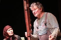 Jihočeské divadlo uvedlo výjimečné drama Pohani, poslední hru tragicky zesnulé Anny Jablonské. Na snímku Daniela Bambasová a Jan Dvořák.
