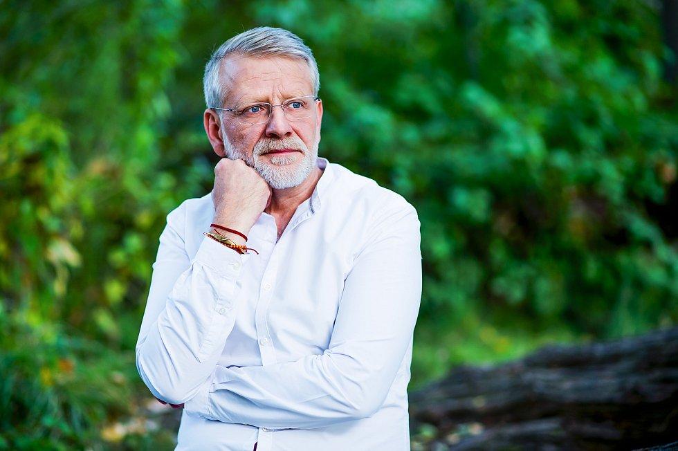 Josef Formánek. Právě mu vychází novinka, Kniha o tichu.