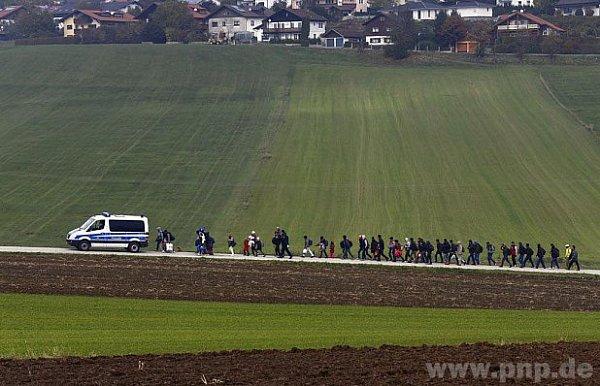 Běženci na bavorsko-rakouské hranici.