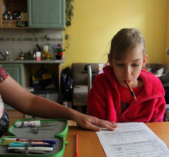 Doteď chodila Bára do školy do Arpidy. Od září bude chodit do klasické ZŠ.