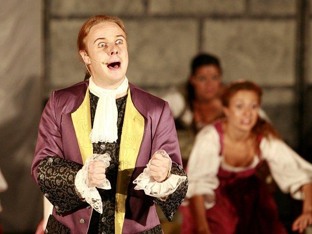 Komediálně laděný muzikál Casanova autorů Zdeňka Bartáka a Petra Markova, který loni v létě zlákal tisíce lidí na nádvoří zámku Hluboká, se přemístí do Prahy.