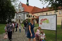 Během víkendu otevřených zahrad v Krumlově mohou děti vyzkoušet hru Cesta klášterními zahradami.