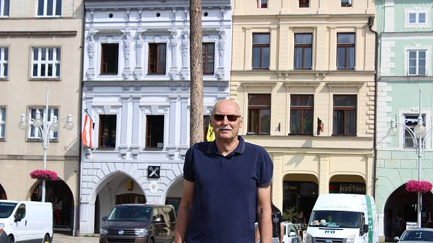 Učitel z Biskupského gymnázia J.N. Neumanna se opět těší před katedru. Foto: Deník