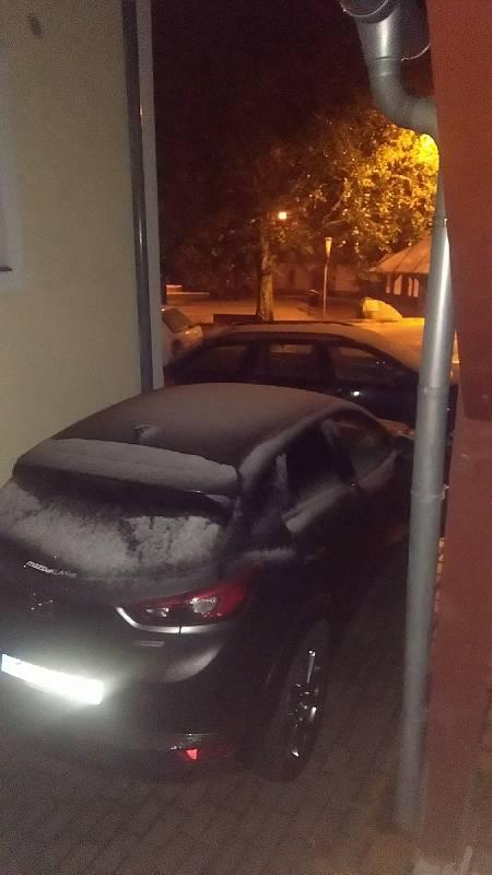 Kvilda v noci a v sobotu 26. září ráno. I první letošní sněhulák.