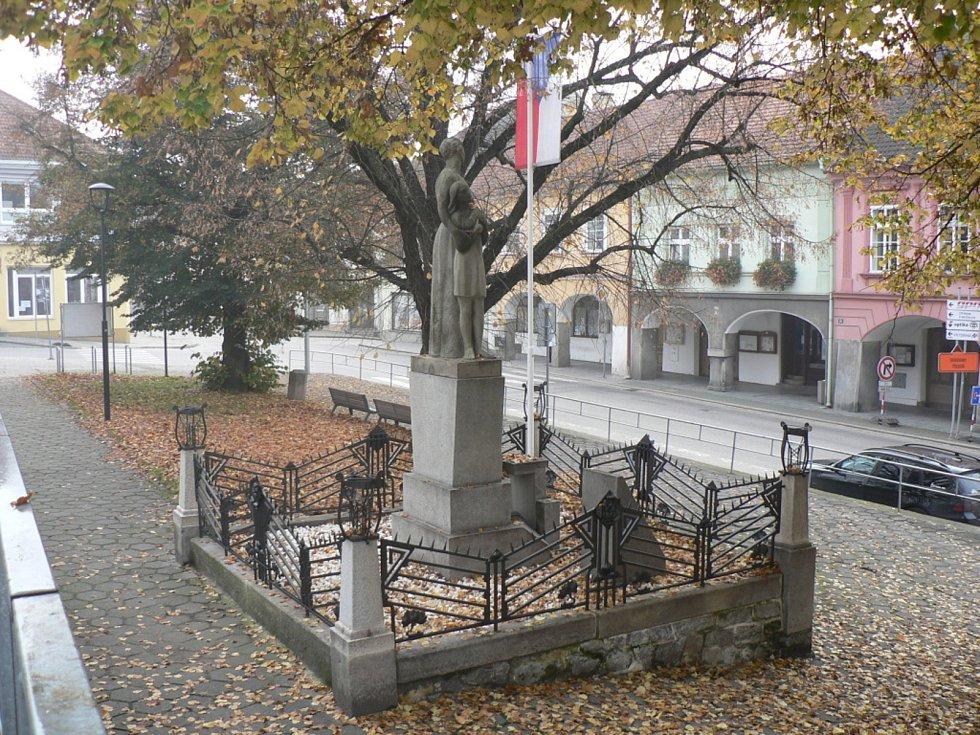 Nedělní ráno 8. 11. 2020 na Českobudějovicku za mimořádných opatření. Trhové Sviny.