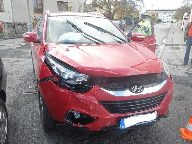 Nehoda na křižovatce ulic K. Šafáře a Na Zlaté stoce.