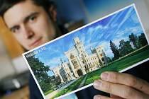 DRUHÁ NEJLEPŠÍ. Úspěšnou pohlednici zámku Hluboká nad Vltavou vyfotografoval Aleš Motejl náhodou. Počasí na ní je skutečné, nejedná se o žádnou montáž.