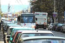 Do nového parkovacího fondu by měli v Českých Budějovicích přispívat investoři, kteří při svých aktivitách zruší parkovací místa ve městě.