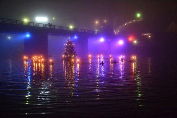 Vánoční plavba hasičů po Innu.