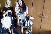 S kabelkami pomáhali neteř a syn.