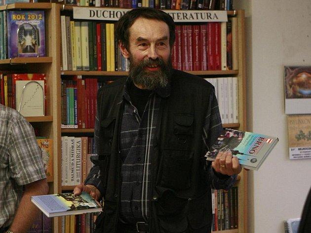 Bulvárně naučná je nová kniha nejprodávanějšího jihočeského spisovatele Jana Bauera (66), které dal název Tajné lásky českých králů a královen.
