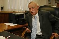 Z rozlehlé kanceláře krajského úřadu vedl Jan Zahradník osm let jižní Čechy. Nyní míří na Jihočeskou univerzitu.