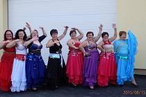 Orientální tanec a cikánský tanec si připravily Pištínské baletky na přehlídku amatérských souborů, kterou pořádaly v sobotu. Jako překvapení potom nachystaly kankán.