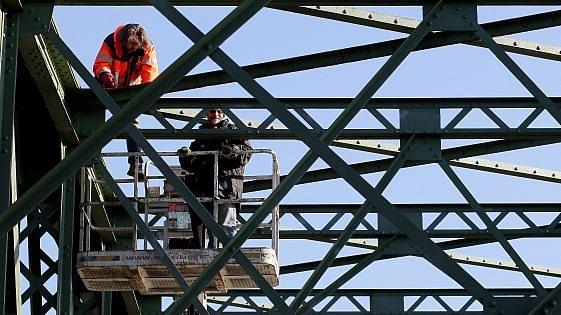 Železniční most vLinci dosluhuje.