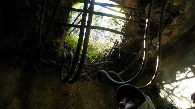 Mnohé bunkry v pohraničí se rozpadají.