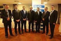 Společenský večer druhého ročníku projektu Chováme se odpovědně. Na snímku Oldřich Janíček, Jiří Zimola, Michal Slaba, Jiří Boček, Jiří Havlíček, Milan Teplý a Josef Hrouda.