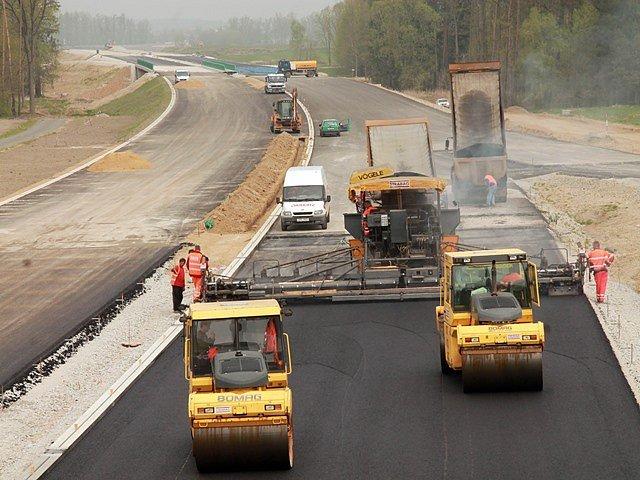 Stavba dálnice. Ilustrační foto.