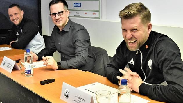 Na tradiční tiskovce jihočeské novináře o situaci v Dynamu před jarní částí sezony informovali kapitán týmu Jiří Kladrubský, generální manažer Martin Vozábal a trenér David Horejš.