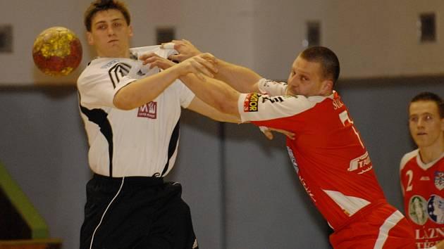 V minulém kole doma proti Lovosicím, které Třeboňští prohráli 23:28, byl s pěti brankami Jakub Šulc (v pravo) nejlepším střelcem Jihočechů.