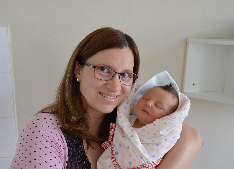 Julie Mašková z Kestřan. Dcera Zuzany a Michala Maškových se narodila 3. 6. 2021 ve 3 h. Její porodní váha byla 4,05 kg. Doma ji přivítal 3letý bráška Michal.