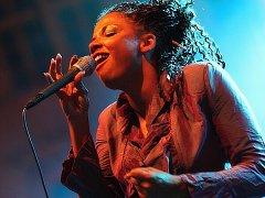 Mina Agossi, jazzová Björk, zazpívá 22. října v českobudějovickém klubu Highway 61.