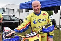Josef Peták se svým závodním strojem.