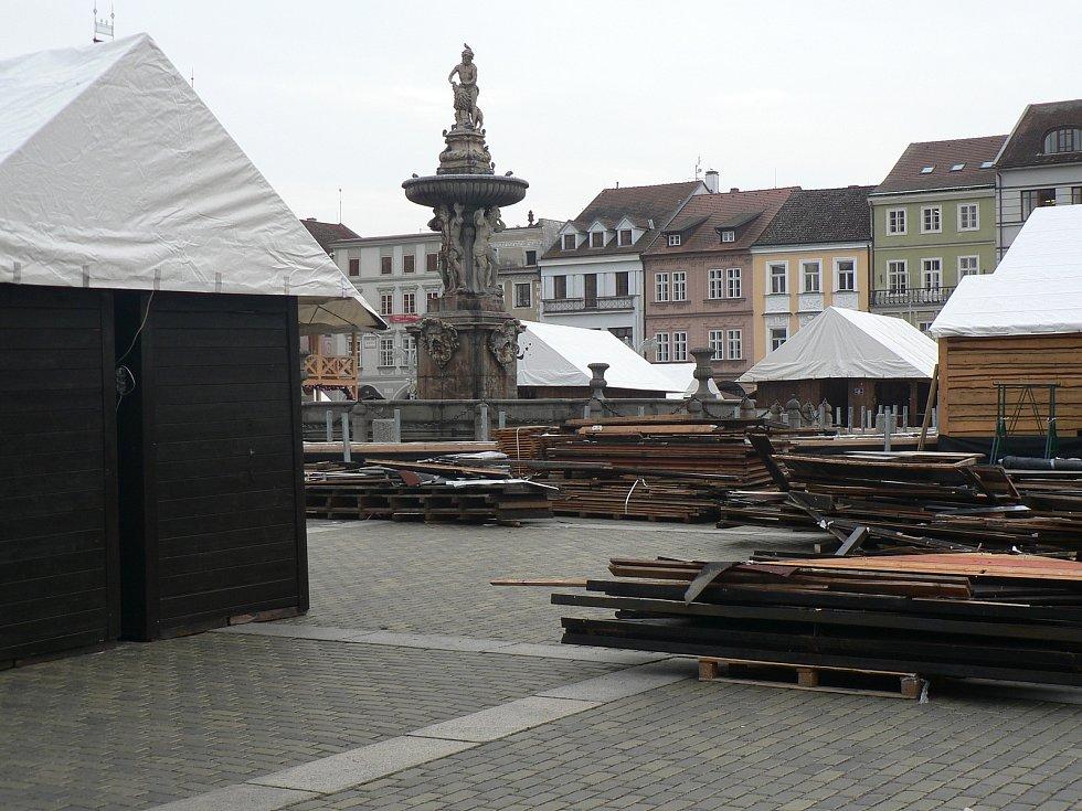 Adventní městečko se na náměstí Přemysla Otakara II.