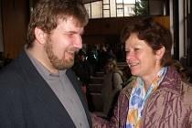 Zpěvák a muzikant Radek Žalud se svou učitelkou Marií Syrovátkovou.