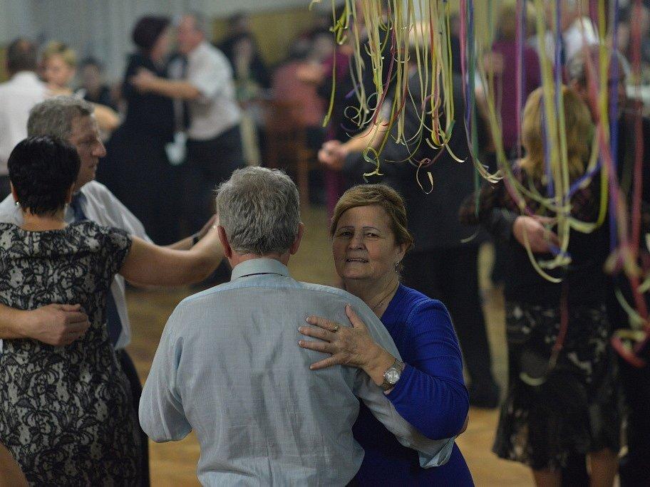 Postupem času již tančili staří i mladí.