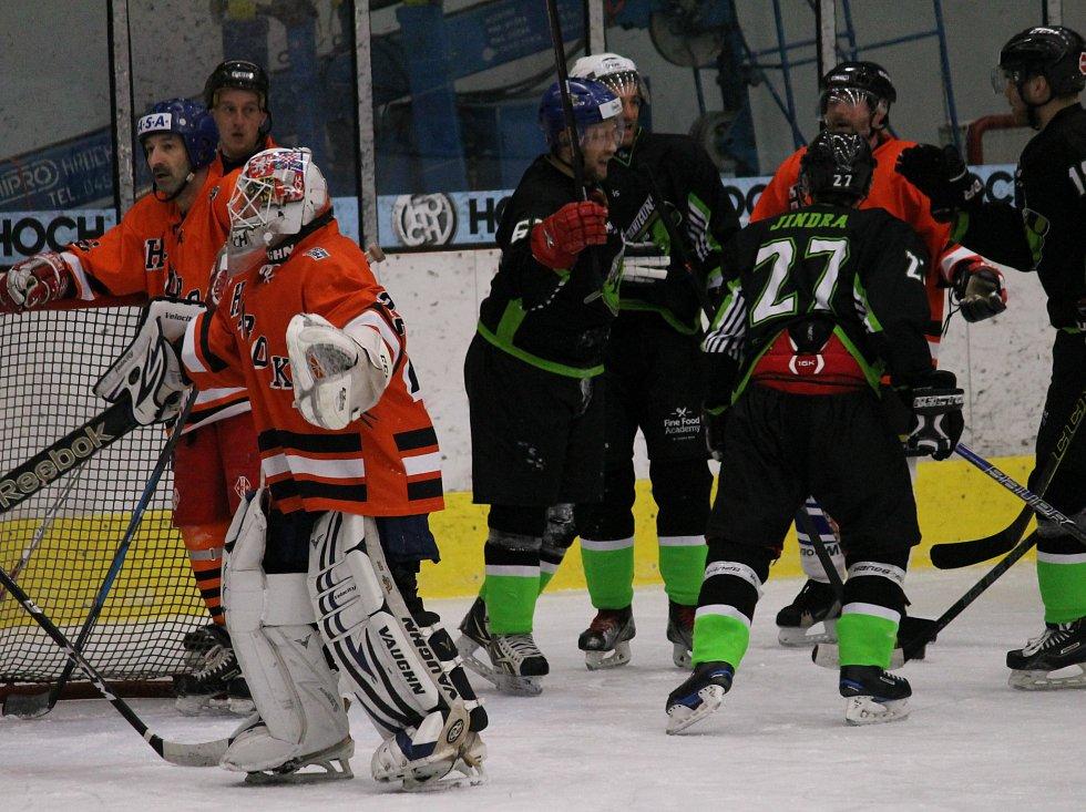 Béčko Hluboké nad Vltavou a Dami Guns změřily síly v okresním finále, které se hrálo v Českých Budějovicích.