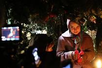 Jan Svěrák natáčel 16. října ve Slavonicích film Po strništi bos, premiéra bude v srpnu 2017. Na snímku malá Dominika, scéna natáčená v dětském bunkru.