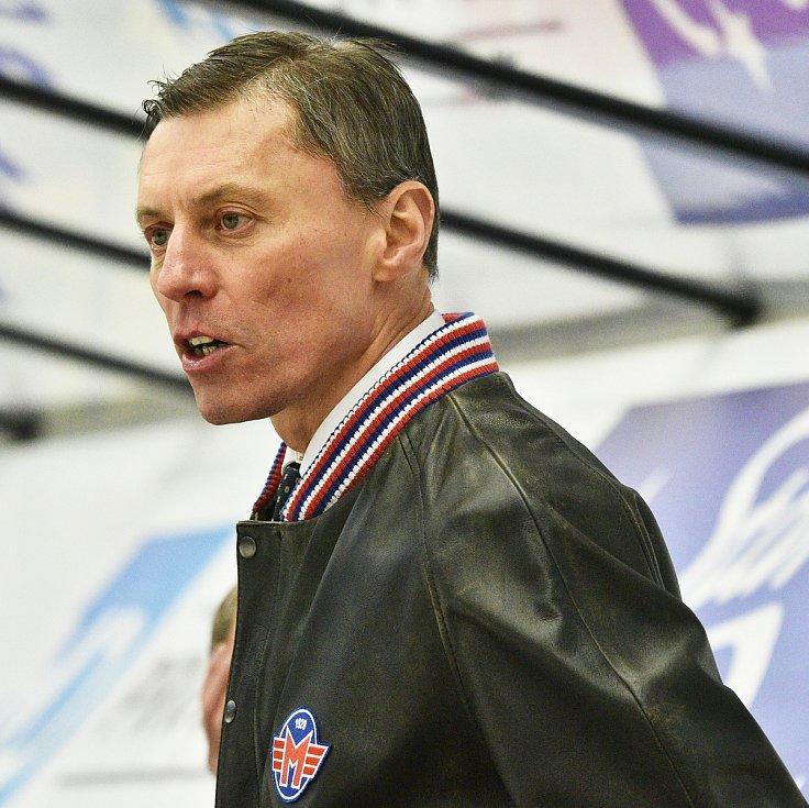 Dva zápasy musel vynechat kvůli operaci kolena trenér Václav Prospal a jeho roli tak převzal asistent Aleš Totter (na snímku). Z Olomouce přivezl bod po porážce 2:3 v prodloužení, z Liberce se vracel s debaklem 0:7.