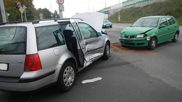 Nehoda na křižovatce ulic Pekárenská a Nádražní.