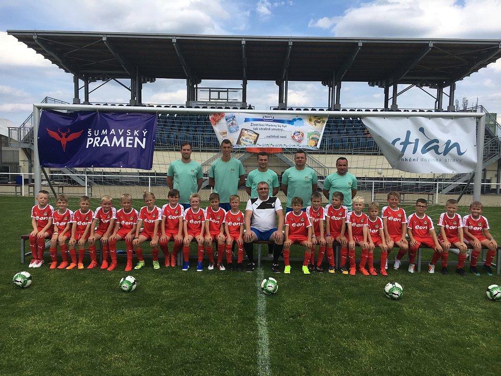 Patron Letní fotbalové školy David Lafata dorazil do Třeboně za dětmi. Na snímku ročník 2010.