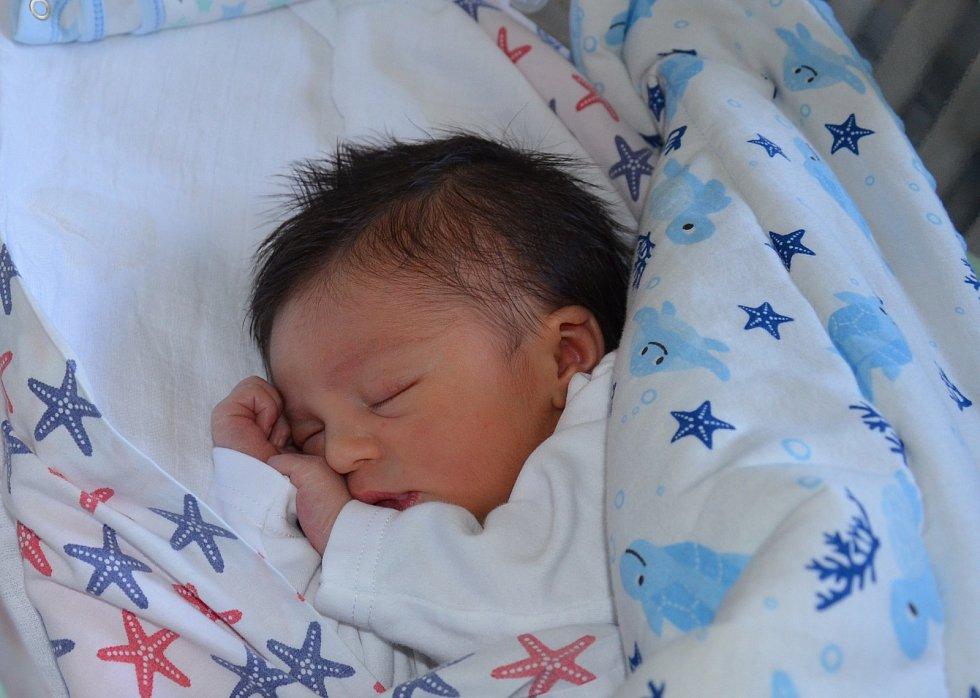 Nickolas Mikeš Sanita z Písku. Rodiče Sandra Mikešová a Simone Sanita se těší z prvorozeného syna, který přišel na svět 4. 12. 2020 v 15.24 hodin. Při narození vážil 3500 g a měřil 50 cm.