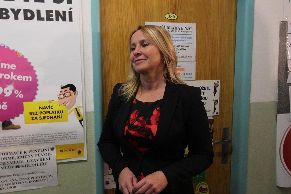 V pondělí dopoledne padla krajská koalice ČSSD, ANO a Jihočechů 2012. Na snímku první náměstkyně hejtmana Lucie Kozlová.