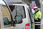 Na přechodu u Mercury srazil autobus chodkyni středního věku, která zraněním na místě podlehla.