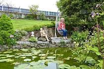 Vítězná oáza paní Kriechmairové. Čtenáři deníku OÖN počtvrté volili nejkrásnější zahradu roku.