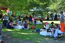 Sobotní piknik na břehu řeky v Týně nad Vltavou nabídl dobroty tělu i duši.