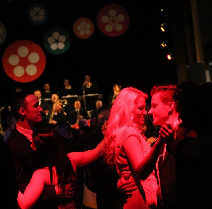 Jihočeská univerzita plesala ve francouzském stylu