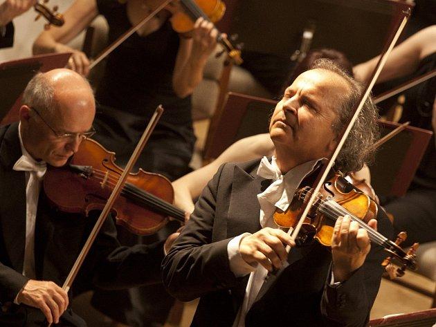 Houslista Václav Hudeček zahraje 20. července v třeboňském kostele sv. Jiljí.