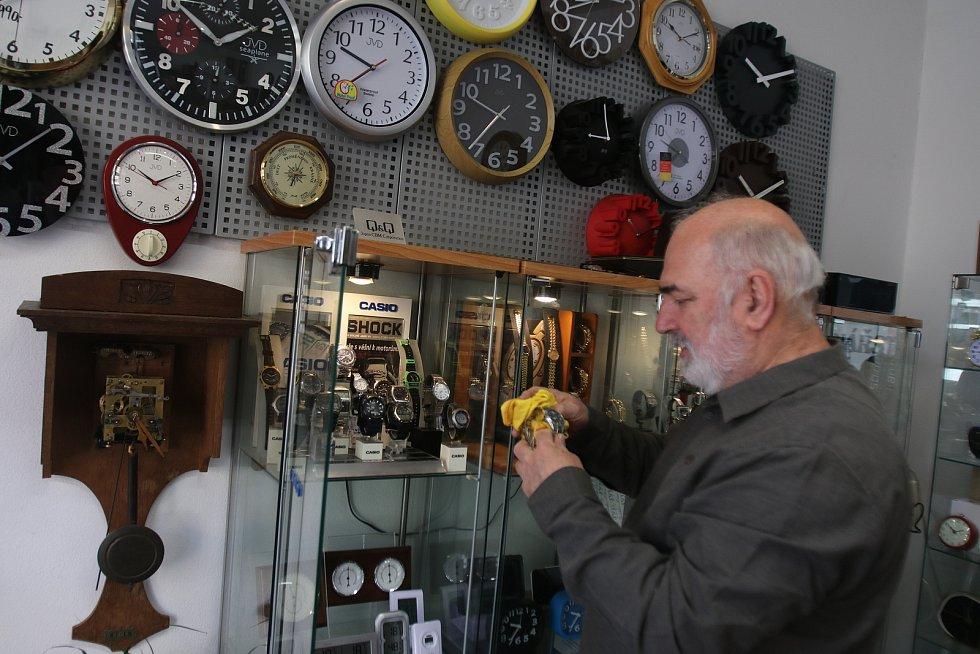 Znovuotevřeno v Českých Budějovicích, hodinář Martin Jícha v ulici Jeronýmova