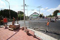 Snímkem se vracíme k rekonstrukci silnice a chodníků u nemocnice.