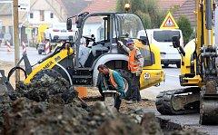 V Dasném se opravuje kanalizace. Průjezd obcí to komplikuje.