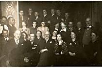 Společné foto členů spolku v den 30. výročí jeho založení (5.9. 1895). Spolek vždy čítal velký počet aktivních členů všech věkových skupin.