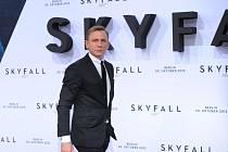 Na novou bondovku (na snímku Daniel Craig) a Hobita spoléhají jihočeská kina, jimž klesla návštěvnost.